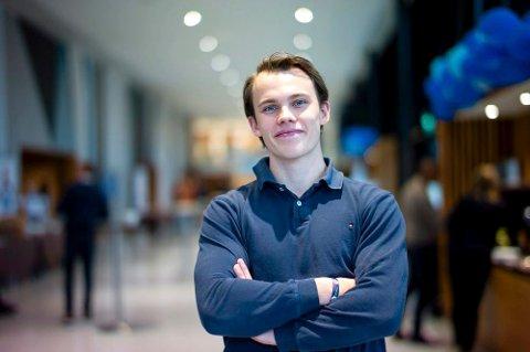 DEBATT: Leon Solve Mossing Knudsen fra Rjukan og Telemark er 2.nestleder i Unge Høyre og for tida jobber han i Høyres stortingsgruppe. I en kronikk i VG er han ærlig om sine egne gaming-erfaringer. Det har vakt oppsikt. (foto Unge Høyre)