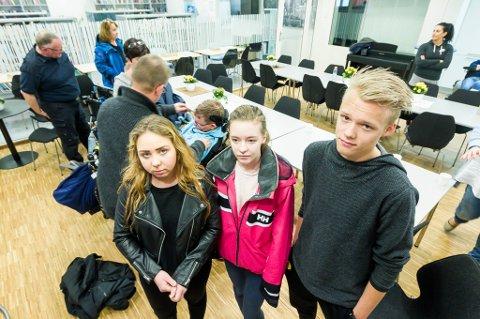 – STERKT: Iselin Klarholm, Jeanette Nøklebye Lien og Stian Karlsen sier de alle fikk noe å tenke på etter foredraget. – Vi må gjøre hva vi kan for ikke å havne i samme situasjon som dem, forteller Karlsen.