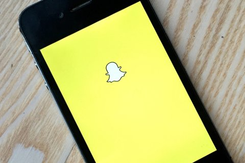Oslo  20141018. Mobiltelefon med symbolet til det mye omtalte Snapchat programmet. Foto: Marianne Løvland / NTB scanpix