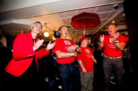 Janka Holstad kunne juble sammen med sine partifeller da forhåndsstemmene var talt opp.