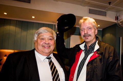 Lars Egil Berg (Sp) stakk innom valgvaken for å ta hatten av for Espelund.