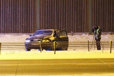 GJORDE UNDERSØKELSER: Krimtekniker fra Romerike politidistrikt var i natt på ulykkesstedet. FOTO: REMI PRESTTUN