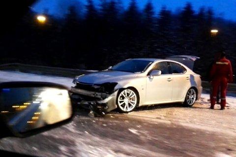 SKADER: Slik så bilen ut etter ulykken lørdag ettermiddag. FOTO: RB-TIPSER