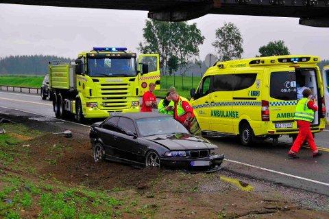 Skal vi tro norske sjåfører, er praktisk talt alle gode på det de driver med. Sånn er det dessverre ikke, sier Trygg Trafikk. Her fra en ulykke på E6 i 2011, da fire biler kolliderte etter en forbikjøring.
