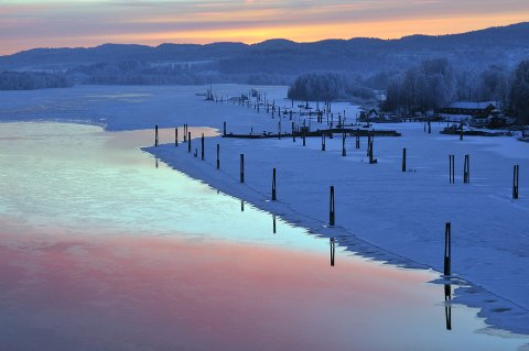 Naturens eget kunstverk: Fetsund lenser er et populært turmål om sommeren. Om vinteren kan det være vel så vakkert der, med lensene i vinterskrud og solnedgang. Alle foto: Øystein Søbye