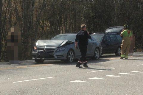 Tre biler skal være involvert i trafikkulykken.