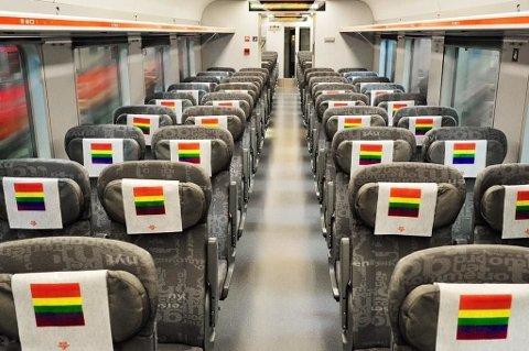 PRIDE-PYNT PÅ TOGET: Slik vil regiontogene fra Trondheim, Bergen og Kristiansand se ut for de som skal feire Pride i Oslo.  Foto: NSB