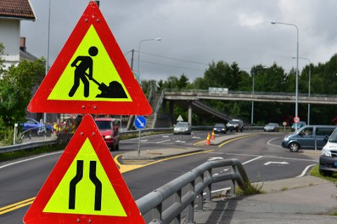 VEDLIKEHOLD: Arbeid på riksvei 22 fører til at det vil bli redusert framkommelighet i to uker i sommer.