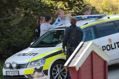 PÅGREPET: Ektemannen ble pågrepet like ved ekteparets bolig i Feiring.