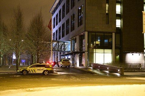 ANMELDELSE: Politiet på plass ved Thon Hotell i Lillestrøm etter at de mottok en voldtektsanmeldelse i begynnelsen av februar.