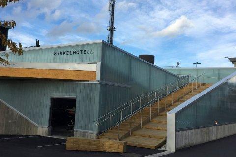 PRISVINNER: Sykkelhotellet på sørsiden av Lillestrøm stasjon.