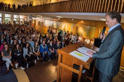 VANSKELIGST: Rektor Øivind Sørlie ved Lillestrøm videregående skole har de strengeste karakterkravene på Romerike. Her fra åpningen av skoleåret i 2014.