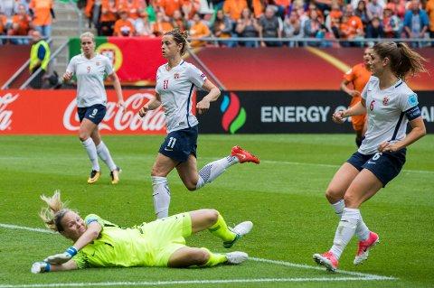 TAPTE ÅPNINGEN: Ingrid Hjelmeseth fra Skjetten, Nora Holstad Berge og Maren Mjelde måtte se seg slått av Nederland i åpningskampen under årets EM-sluttspill.
