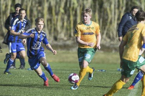 UTLIGNET: Herman Henriksen beholdt roen og satte inn 1-1-målet på vakkert vis.