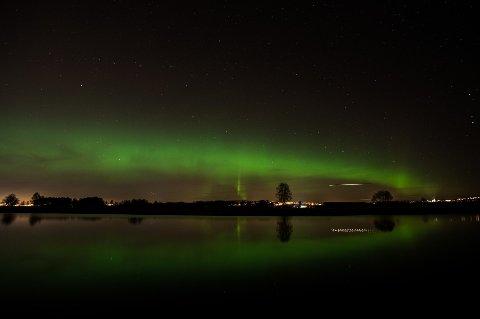 Like vakkert i natt? Dette bildet er tatt over Nitelva av RB-fotograf Vidar Sandnes i oktober 2013.