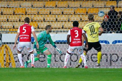 AVGJORDE: Her setter Thomas Lehne Olsen inn 1-0-scoringen etter drøyt timen mot Bryne. Spisskollega Gary Martin satte inn kampens siste mål fra staffemerket kun tre minutter senere.