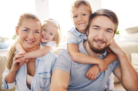 FØDSELSTALL: Norske kvinner får stadig færre barn - samtidig som alderen for førstegangsfødende går opp. Hvorfor velger vi bort storfamilien? Foto: Colourbox