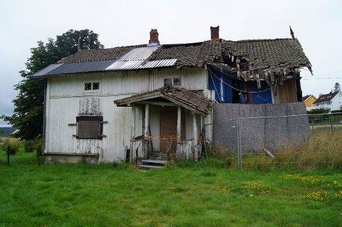 FALLEFERDIG: Hovedhuset er ubebolig trenger mye gjenoppretting om det ikke skal rives.