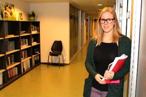 FRYKTER FOR KONSEKVENSENE: Psykolog Helle Skogstad Riege i kommunens forebyggende psykiske helsetjeneste advarer mot konsekvensene av å redusere antallet psykologer i Lørenskog.