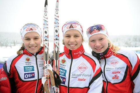 SØLVTRIO: Lotta Udnes Weng (t.v.), Tiril Udnes Weng, og Amalie Håkonsen Ous sørget for NM-sølv til Nes Ski.