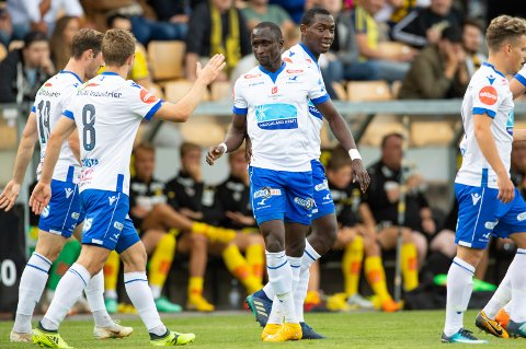 FØRSTE I HAUGESUND: Ibrahima Wadji (i midten) satte inn 1-0 for Haugesund i fjorårets Åråsen-kamp mot LSK – hans første mål for klubben etter overgangen fra Molde. BEGGE FOTO: NTB SCANPIX