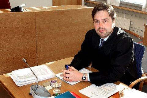 VANT FRAM: Forsvarer Simon Ladderud Stende og hans klient fikk rettens medhold.