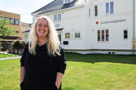 MÅ KUTTE: Trine Slemdal Sigvartsen kutter ut søndagsåpent og middagstilbudet, men vil fortsette som kafé, bakeri og pub.