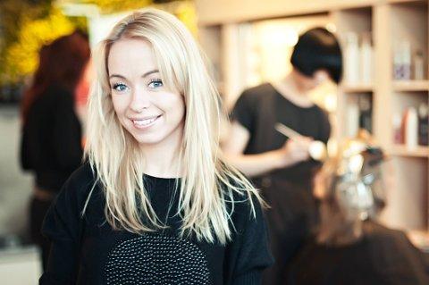 TØFF SITUASJON: Tina Rismoen har stengt frisørkjeden Hairport i 14 dager. Hun reagerer sterkt på at enkelte kunder forsøker å få klippetime likevel.