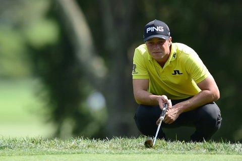 HENGER MED: Golfspilleren Viktor Hovland under åpningsrunden på PGA-touråpningen på golfbanen Old White TPC i West Virginia, USA.