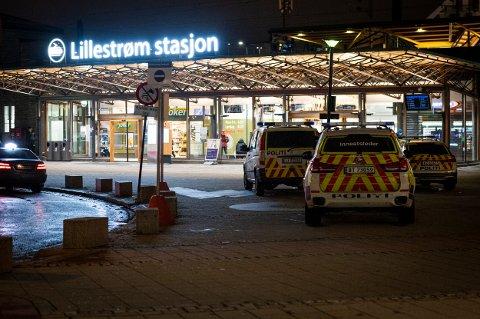 Flere enheter rykket ut til stasjonen etter melding om slagsmål onsdag kveld.
