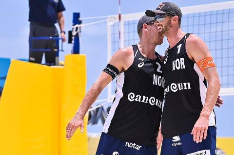 VANT: Anders Mol (t.v.) og Christian Sørum er i slag. (Foto: Alejandro Gutiérrez Mora / FIVB / NTB)