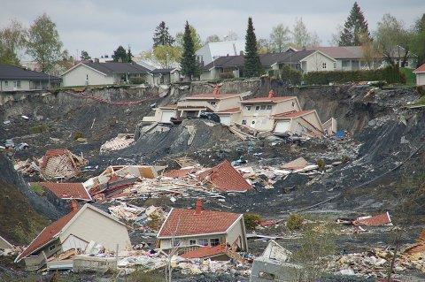 RASTE: To boliger raste ned i skredgropa i Gjerdrum søndag ettermiddag.