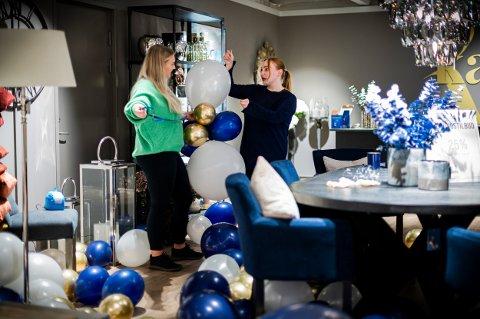 ÅPNINGSFEST: Interiørkonsulent, Bethine Nøddelund (t.v), og butikksjef, Hege Eriksen, gjør alt klart til åpning av ny butikk.