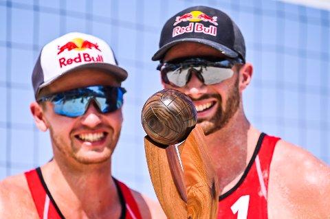 Sandvolleyballparet Anders Mol og Christian Sørum etter en av to finaleseirer i Cancún nylig.