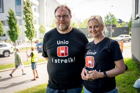I STREIK: Sykepleier Ole-Johnny Kornbak og Siri Østby er begge tatt ut i streik. De forteller at streikeviljen er stor.
