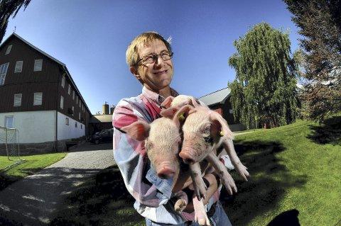 KLAR: Knut Langeteig er grisebonde på Knive gård i Drammen, men nå har han ønske om å utvide med lakseoppdrett.ArkivFoto: Nils J. Maudal/DT