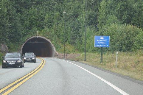 TUNNELREHABILITERING: Merraskottunnelen er en av de tre tunnelene på riksvei 23 som rehabiliteres for tiden.   Denne skal være ferdig til sommeren. Foto: Kjell Wold