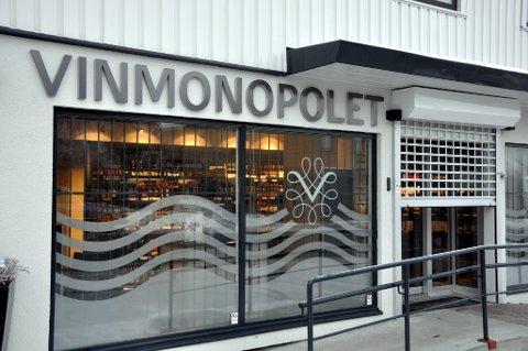 ØKER: Vinmonopolet på Tofte har økt omsetningen i juli i forhold til samme periode i fjor.
