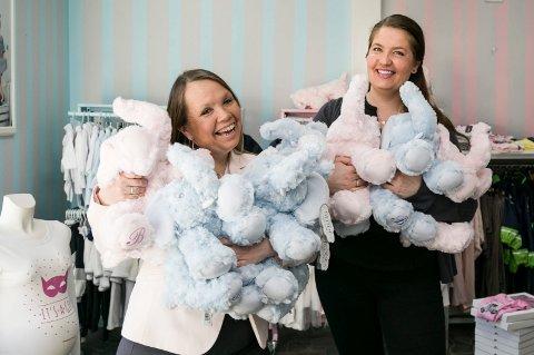 ÅPNER LØRDAG: Den nye butikken Mini Prestige på Tofte med klær og utstyr til de minste åpner 30. mars. Kristine Helgesen eier butikken, mens Henriette Beck skal stå for den daglige driften.
