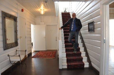 SELGER: Espen Lundh har drevet Bikuben i 10 år, og sørget for vedlikehold og modernisering.