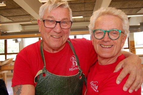 LØST: Kommentarene sitter løst når Rolf Larsen t.v. og Firak Gudbrandsen fra Hobøl møtes på Dovre.