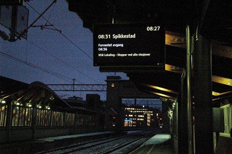 SOMMERSTENGT: Det blir full stopp på Spikkestadbanen i sommer, og du får i stede reise med buss for tog.