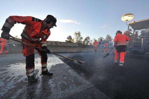 LITE LOKALT: Det skal ikke legges mye asfalt i regi av Statens vegvesen på lokale fylkes- og riksveier i år.