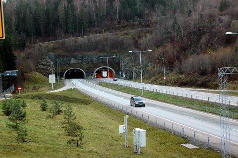 E18 blir stengt i perioder mellom Hanekleiv-krysset og Helland-krysset.