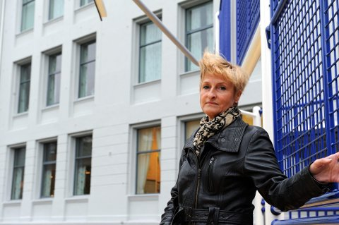 BEKYMRET: Birgit Pettersen (Ap) frykter flere vil møte stengte valglokaler på søndag.