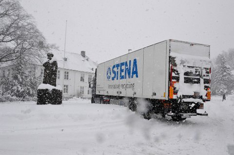 ADVARER: Torsdag kveld og fredag ventes snø og vanskelige kjøreforhold på Østlandet og fjellet i Sør-Norge.
