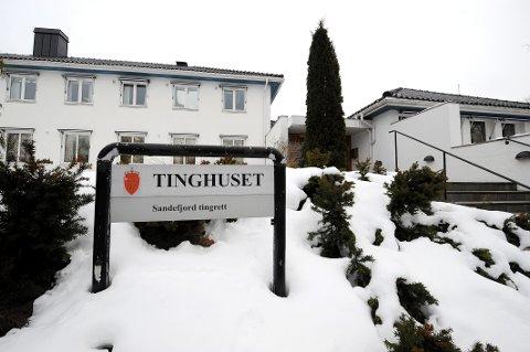 TRE TILTALTE: Saken begynte i Sandefjord tingrett mandag.