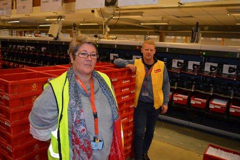 TØFFE TIDER: Tillitsvalgt Marianne Nilsen og terminalsjef Ronny Karlsen ser at nedbemanning er uunngåelig.