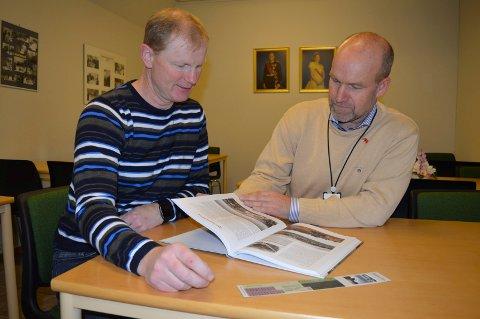FASCINERENDE HISTORIE: Erlend Larsen (t.v.) og Jan Helge Kaiser lover mange godbiter om et vanskelig tema i boka om den kalde krigen og Vestfold.