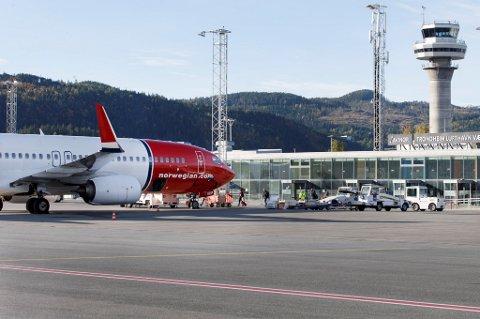 Flyselskapene kutter i rutetilbudet som følge av flypassasjeravgiften.